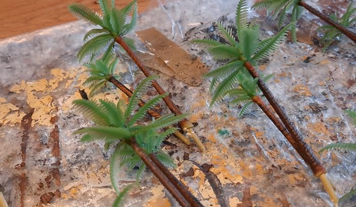 Die Stämme der Palmen hatte ich damals bemalt, damit sie nicht so plastikmäßig wirkten.