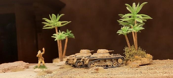 Aus der Cyrenaika: die beiden Flammpanzer I irgendwo bei Tobruk.