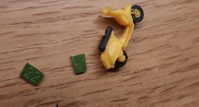 Die kleinen Plastikstücke stammen aus einem Zvezda-Set vom Gussast.
