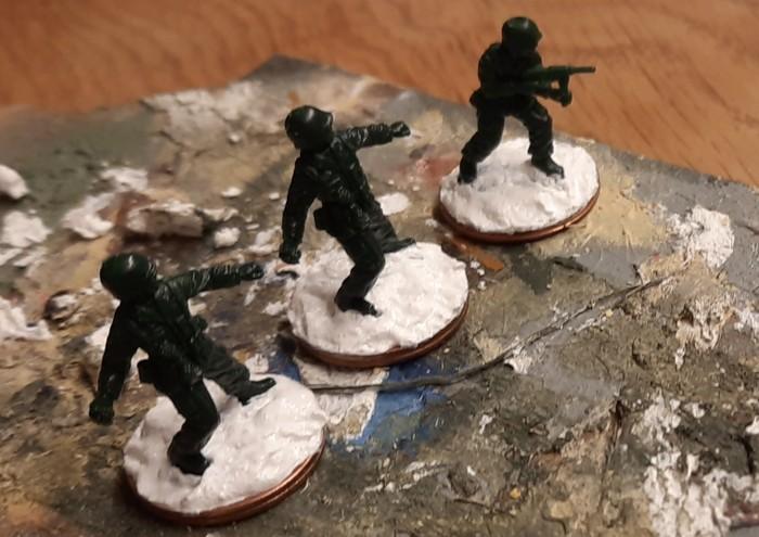 Erste Matchbox Infanteristen werden gebased.