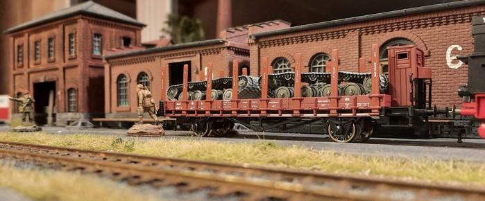 Mit der Unikornischen Staatsbahn wurden die Halbzeuge in die Fabrik geschippert.