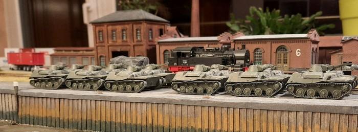 Es ist vollbracht: die zwölf T-40 stehen abholbereit am Kai im neuen Shturmigrader Hafen.