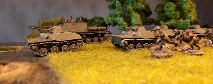Endlich am Ufer des Swir. Das ISU-152 gibt Feuerschutz, die T-40 stürzen sich in die Fluten des Swir.