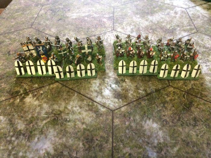 Zwei Kontingente Sarjansbrüder in gemischten Speerträger-/Armbrust-Einheiten.