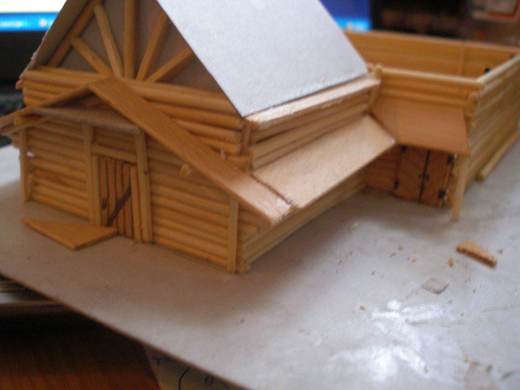 Mehr Stabilität geben Holzplättchen, welche aufgesetzt und verleimt werden.