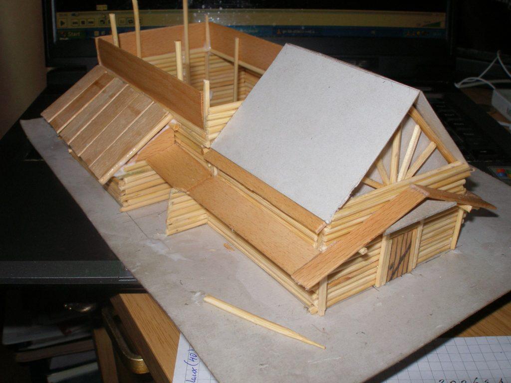 Sehr viel Arbeit machen die Dächer aus den Spateln. Da ich keine Säge Habe, sind diese ALLE mit einem Skalpell handgeschnitzt.