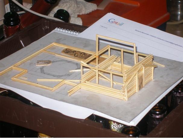 Das Fundament von St. Alexeji: Die oben zu sehende Unterlage aus Karton ist DIN-A4 groß