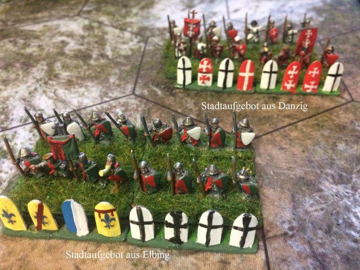 Hier sieht man Stadtaufgebote aus Danzig und Elbing. Historisch: In der Schlacht von Tannenberg waren zirka 6000 Mann Infanterie anwesend. Diese befanden sich unter dem Komnando von Grosspittler Werner von Tettingen hauptsächlich in der Reserve und beim Tross. Vielleicht ist dies auch der Grund, warum der Großspittler als einziger der 5 Anführer des Ordens die Schlacht überlebte.