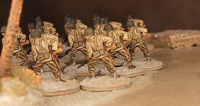 Erster Einsatz am Landungsstrand (Fedala am 8. November 1942): die 22 BAR-Schützen des 15th Infantry Regiment der 3rd US Infantry Division rennen los.