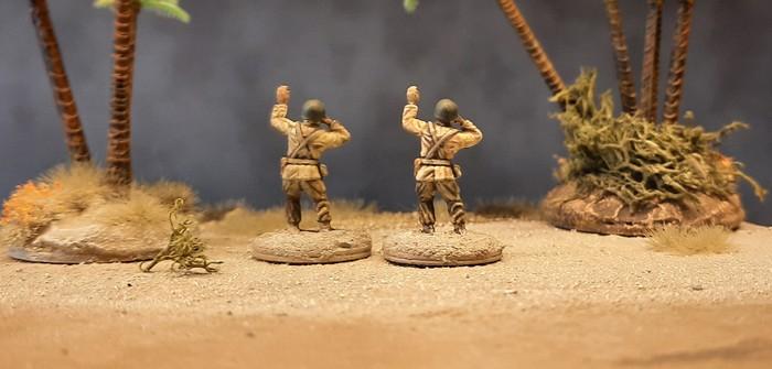 Zwo NCO der 3rd US Infantry am Strand von Fedala...