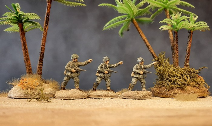 Drei Offze der 3rd US Infantry am Strand von Fedala...