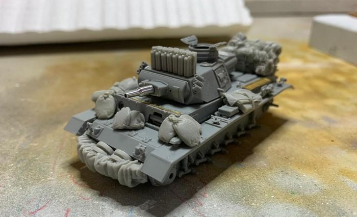 Der (fast) fertiggebaute Panzer III Ausf. N. Der Panzerschmied hat reichlich Gerödel auf dem Panzer III angebracht.