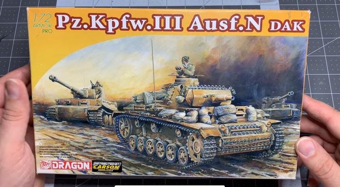 Der Dragon-Bausatz des Panzer III Ausf. N für das DAK ist der Ausgangspunkt für Panzerschmieds Arbeiten.