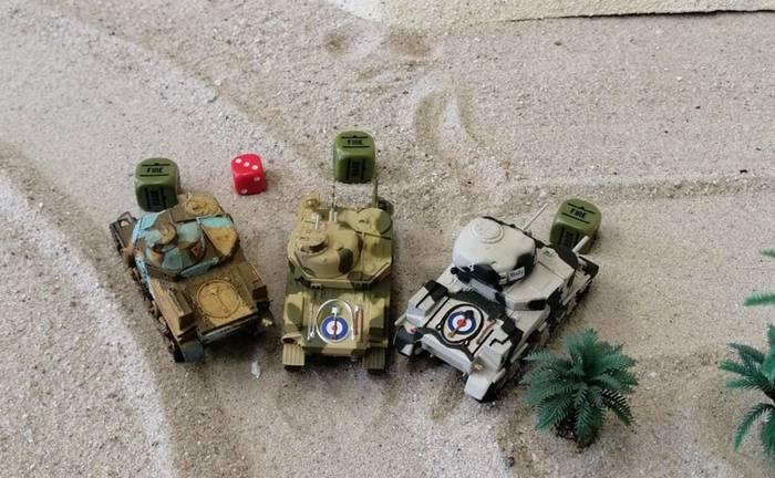 Drei M3 Lee an einer Wegegabelung.